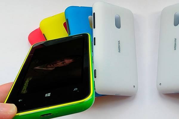 Nokia Lumia 620 con la aplicación de Coacalco TV Television por Internet para Windows Phone